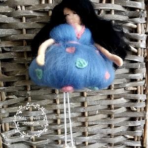 Derűfogó Waldorf  puffos balerina gyapjú baba bájos dekorációs ajándék, Gyerek & játék, Játék, Baba, babaház, Otthon & lakás, Dekoráció, Lakberendezés, Nemezelés, Merinói fésült gyapjúból készültek, tűnemezeléssel ezek a pille könnyű nemez tündérkék-lógó lábú bab..., Meska
