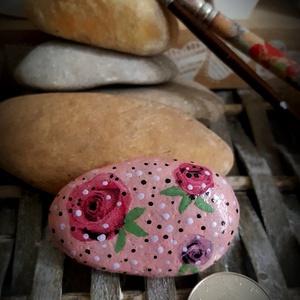 Szeretet ajándék kavics szabadkézzel festett kő, Otthon & Lakás, Dekoráció, Kavics & Kő, Festészet, Decoupage, transzfer és szalvétatechnika, Köszönöm, hogy betértél hozzám-hozzánk:-)\nA kavicsok, kövek szeretete kiskorom óta elkísért engem az..., Meska