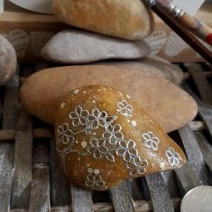 Feng Shui cseresznyevirág energia kavics kontúr kő, Otthon & Lakás, Dekoráció, Kavics & Kő, Mindenmás, Köszönöm, hogy betértél hozzám-hozzánk:-)\nA kavicsok, kövek szeretete kiskorom óta elkísért engem az..., Meska