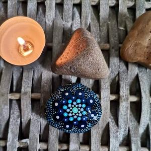 """Mandala energia kő, Otthon & Lakás, Dekoráció, Kavics & Kő, Festészet, """"Körben történik minden, amit a Világ Ereje tesz. Az ég kerek, és azt hallottam, hogy a föld is az, ..., Meska"""