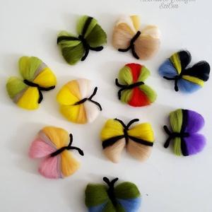 10 darabos tarka gyapjú pillangók dekorációhoz lakás díszítéshez, Otthon & Lakás, Dekoráció, Falra akasztható dekor, Mindenmás, Nemezelés, Meska