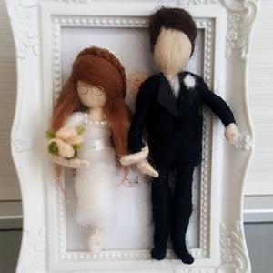 Esküvői gyapjú pár menyasszony-vőlegény képkeretes , Esküvő, Emlék & Ajándék, Nászajándék, Nemezelés, Nekem a gyapjú tényleg a lélek anyaga, és hiszem, ahogyan formálódnak a kezem alatt a semleges kis g..., Meska