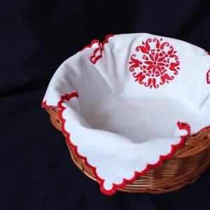 Kenyérkosárkendő palóc hímzéssel (KezmuvesKinga) - Meska.hu