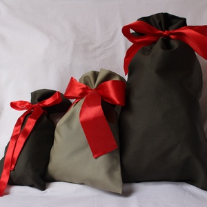 3 ajándékzsák karácsonyra vagy más ünnepre (újrahasznosítható), Ajándékzsák & Csomagolás, Papír írószer, Otthon & Lakás, Varrás, Az igényesen bélelt ajándékzsákokba a szaténszalagot úgy varrtam bele, hogy miután betetted az ajánd..., Meska