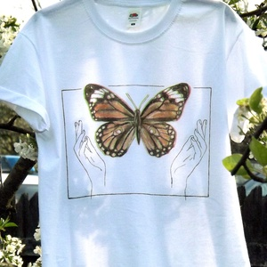 Pillangós festett póló, Ruha & Divat, Női ruha, Póló, felső, Festett tárgyak, Ez a pillangós minta kézi festéssel került a pólóra. Rendelhető hasonló ábrával, vagy egyéni elképze..., Meska