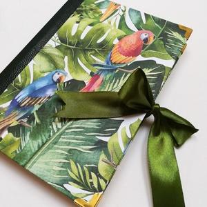 Papagájok, egzotikus hangulatú napló, Otthon & Lakás, Papír írószer, Jegyzetfüzet & Napló, Könyvkötés, A napló kézi kötéssel készült, zöld krokodilbőr hatású papír gerinccel, és egzotikus hangulatú papag..., Meska