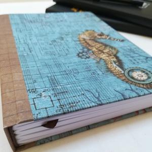 Steampunk stílusú férfi napló, Csikóhal, Jegyzetfüzet & Napló, Papír írószer, Otthon & Lakás, Könyvkötés, A napló kézi kötéssel készült, papír gerinccel, és trendi steampunk stílusu csikóhal mintás borításs..., Meska