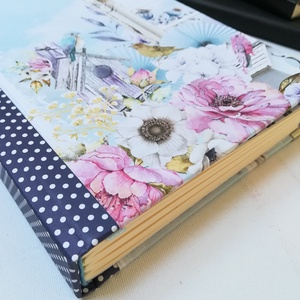 Romantikus virágos, pöttyös gerinc - Napló hölgyeknek, Jegyzetfüzet & Napló, Papír írószer, Otthon & Lakás, Könyvkötés, A napló kézi kötéssel készült, romantikus hangulatú jellegű papír borítással, arany könyvsarkokkal. ..., Meska