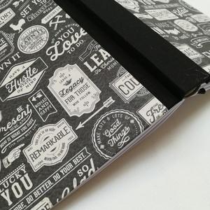 Hipster stílusú férfi napló, Jegyzetfüzet & Napló, Papír írószer, Otthon & Lakás, Könyvkötés, A napló kézi kötéssel készült, papír borítással,  ezüst könyvsarokkal. A belső lapok 80gr- os fehére..., Meska