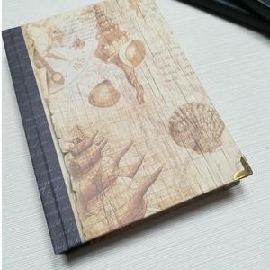 Vintage kagylók- egyedi napló, Otthon & Lakás, Papír írószer, Jegyzetfüzet & Napló, Könyvkötés, A napló kézi kötésű, egyedi darab. Egy  példány készült belőle.Vintage hangulatú borítója kagylókkal..., Meska