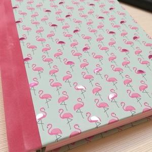 Flamingók- egyedi napló, Otthon & Lakás, Papír írószer, Jegyzetfüzet & Napló, Könyvkötés, A napló kézi kötésű, egyedi darab. Egy  példány készült belőle.Papír borítású ,a gerinc rózsaszín bá..., Meska