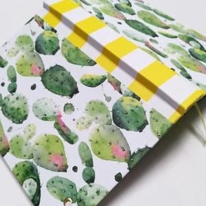 kaktuszok egyedi napló, Otthon & Lakás, Papír írószer, Jegyzetfüzet & Napló, Könyvkötés, A napló kézi kötésssel készült, egyedi példány. Borítója papír, melyen vidám, színes kaktuszok látha..., Meska