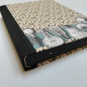 Steampunk stílusú scetchbook- fekete lapokkal, Otthon & Lakás, Papír írószer, Jegyzetfüzet & Napló, Könyvkötés, A napló kézi kötéssel készült, fekete szövet gerinccel,ezüst könyvsarokkal és steampunk stílusú  pap..., Meska