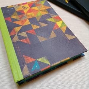 Origami- egyedi napló, Otthon & Lakás, Papír írószer, Jegyzetfüzet & Napló, Könyvkötés, A napló kézi kötéssel készült, papír borítással. A belső lapok 80gr- os színesek, a napló 320 oldal ..., Meska