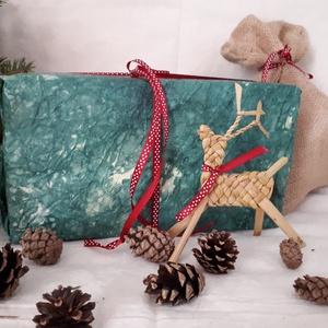 Karácsonyi dísz,  fonott szarvas, Karácsonyfadísz, Karácsony & Mikulás, Otthon & Lakás, Fonás (csuhé, gyékény, stb.), Ez a bájos szarvas piros sállal kákából illetve gyékényből van fonva. Natur színével természetes és ..., Meska