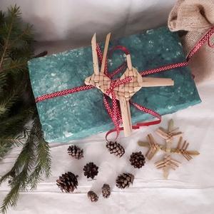Karácsonyi díszek, fonott szarvasok  (szettben 5 db)- fonott dísz, Karácsony & Mikulás, Karácsonyfadísz, Ez a bájos szarvas piros sállal kákából illetve gyékényből van fonva. Natúr színével természetes és ..., Meska