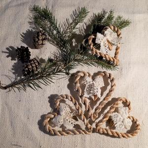 Karácsonyi díszek, fonott gyékényszív csipkés masnival (4 db / csomag)- természetes dekoráció , Karácsony & Mikulás, Karácsonyfadísz, Karácsonyi dekorációim a természetesség jegyében születtek. Gyékényből sodort kicsi szívekkel díszít..., Meska