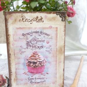 Vintage recepteskönyv, Otthon & Lakás, Konyhafelszerelés, Receptfüzet, Decoupage, transzfer és szalvétatechnika, Gyönyörű vintage papír díszíti ezt a könyvalakú recepteskönyvet.Bohókás fáradt rószaszín pettyek is ..., Meska