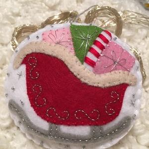 Téli szán-karácsonyfadísz, Karácsonyfadísz, Karácsony & Mikulás, Otthon & Lakás, Varrás, A terméket saját kézzel varrtam, alapanyaga filc. Több színű fonalat használtam a varráshoz és ezüst..., Meska
