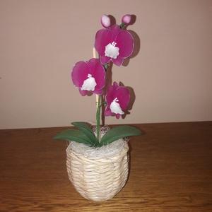 Mini orchidea , Otthon & lakás, Dekoráció, Dísz, Papírművészet, Virágkötés, A 3 db virág és a 2 bimbó harisnya és drót felhasználásával készült. A kaspót újságpapírból fontam, ..., Meska