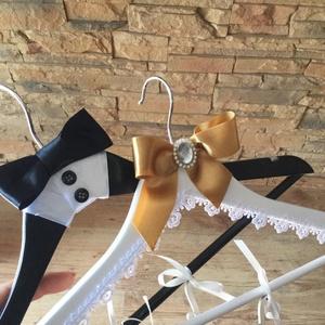 Esküvői vállfa, Vállfa, Ruha, Esküvő, Festészet, Festett tárgyak, Névre szóló vállfa, amin a menyasszonyi ruhát tartod a nagy napig, vagy a kedvesed leped meg.\nNászaj..., Meska