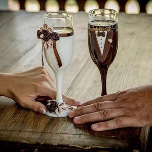 Barna  szerelem esküvői pohár pár, Tálalás, Dekoráció, Esküvő, Gyurma, Egyedi kézzel készített pohár pár.\nSüthető gyurmát használtam a díszítéshez.\nBármilyen színösszeállí..., Meska