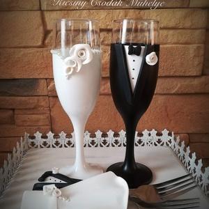 Fehér rózsa esküvői pohár pár, Esküvő, Nászajándék, Gyurma, Egyedi kézzel készített pohár pár+villa pár\nSüthető gyurmát használtam a díszítéshez.\nBármilyen szín..., Meska