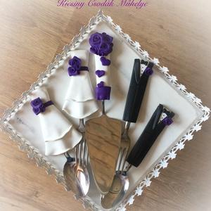 Lila rózsa esküvői evőeszközök., Tálalás, Dekoráció, Esküvő, Gyurma, Evőeszközeim bármilyen színkombinációban kérhetők,\nA szett megbintható.\nA szett tartalma 2 villa,2 k..., Meska