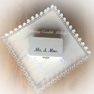 Gyűrűtartó doboz, Esküvő, Esküvői dekoráció, Gyűrűpárna, Mindenmás, Varrás, Ha rendhagyó gyűrűtartót szeretnél a nagy napon.\ncsipke felhasználásával készítettem.\n, Meska