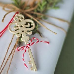 5 db Rusztikus, skandináv, vintage stílusú kulcs karácsonyfadísz, Otthon & lakás, Dekoráció, Ünnepi dekoráció, Karácsony, Karácsonyfadísz, Festett tárgyak, Fehérre festett, enyhén koptatott, rusztikus, skandináv stílusú kulcs karácsonyfadísz\npiros-fehér ma..., Meska