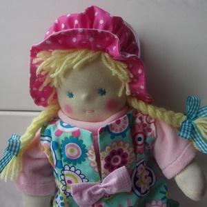 Waldorf jellegű baba, Gyerek & játék, Játék, Baba, babaház, Baba-és bábkészítés, Lilike baba 32 cm-es. Egyedül a sapkája fix, egyébként öltöztethető. Puha, flízzel tömött (ezért a j..., Meska