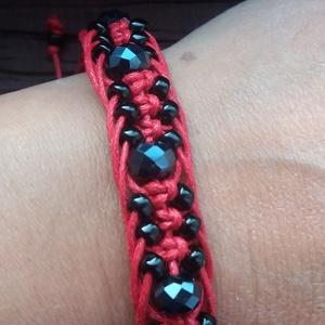 KIM piros-fekete karkötő, Ékszer, Esküvő, Szerelmeseknek, Karkötő, Ékszerkészítés, Gyöngyfűzés, Ez egy igazi
