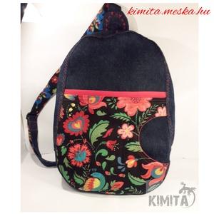 Fesztivál hátizsák - népi - piros, Hátizsák, Hátizsák, Táska & Tok, Varrás, Vastag farmer és design pamutvászonból készült ez a hátizsák (34 x 23 cm)\nNépi mintás fesztivál tásk..., Meska