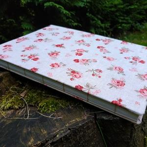 Rózsa mintás vázlatfüzet, Művészet, Más művészeti ág, Könyvkötés, A4-es méretű, rózsa mintás borítójú, félfamentes rajzlapokból álló, nyitott gerinces vázlatfüzet...., Meska