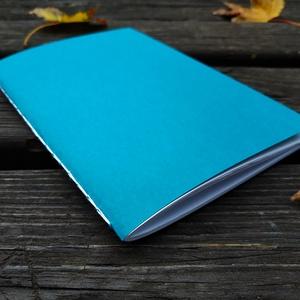 Kék, bordó, világosbarna vázlatfüzet, Művészet, Más művészeti ág, Könyvkötés, A5-ös méretű, kék/bordó/világosbarna borítójú, fehér rajzlapokat tartalmazó vázlatfüzet...., Meska
