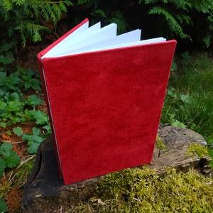 Vörös vázlatfüzet, Művészet, Más művészeti ág, Könyvkötés, B5-ös méretű, vörös velúr borítású, fehér rajzlapokból álló, nyitott gerincű vázlatfüzet...., Meska