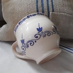 Kék hullám - kerámia bögre, Otthon & lakás, Konyhafelszerelés, Bögre, csésze, Kerámia, Kézzel korongozott, írókázott, nagy méretű kerámia bögre.\nA termék mikrózható, mosogatógépben elmosh..., Meska