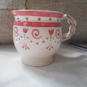 A világ rózsaszínben - Kerámia bögre, Otthon & lakás, Konyhafelszerelés, Bögre, csésze, Kerámia, Kézi korongozású, írókázott díszítésű, kisebb méretű bögre.\nA termék mikrózható, mosogatógépben elmo..., Meska
