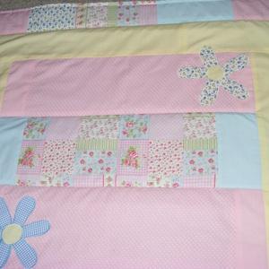 Zöld-sárga-rózsaszín,patchwork takaró 16x16cm-es kockákból, falvédőnek is alk. - Meska.hu
