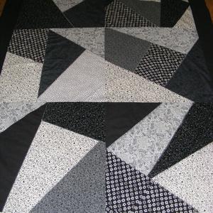 Crazy patchwork  takaró fekete-fehér, Otthon & Lakás, Ágytakaró, Lakástextil, Patchwork, foltvarrás, Meska