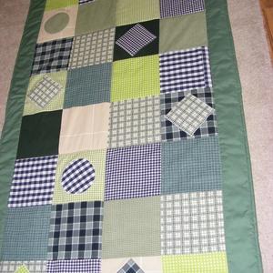 Zöld kockás patchwork takaró 18x18cm-es kockákból, falvédőnek is alk., Ágytakaró, Lakástextil, Otthon & Lakás, Varrás, Patchwork, foltvarrás, Egy hasznos takaró kamaszoknak, fiúknak\nméret: 200x100cm\nEz a takaró alkalmas ágy letakarására és ta..., Meska
