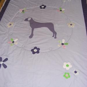 Patchwork takaró, kutyussal virág, és pillangó mintával, Otthon & Lakás, Takaró, Lakástextil, Varrás, Meska