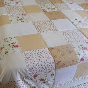 Patchwork takaró kockákból, pasztell színekből, rózsás, Otthon & lakás, Lakberendezés, Lakástextil, Takaró, ágytakaró, Varrás, Patchwork, foltvarrás, Egyedi készítésű takaró\nméret:200x220cm\nEz a takaró alkalmas ágy letakarására és takarózásra is. . A..., Meska