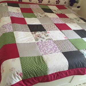 Country stílusú patchwork  ágytakaró, Otthon & lakás, Lakberendezés, Lakástextil, Takaró, ágytakaró, Patchwork, foltvarrás, Egyedi készítésű ágytakaró.\nMéret: 200x140cm.\nEz a takaró alkalmas ágy letakarására és takarózásra i..., Meska