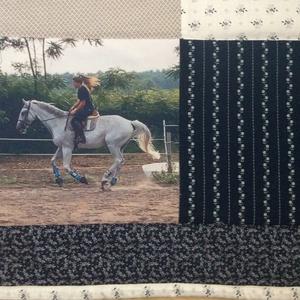 Fényképes  patchwork takaró lovas kék, szürke, fehér, falvédő, Otthon & lakás, Lakberendezés, Lakástextil, Takaró, ágytakaró, méret:200x140cm Ez a takaró alkalmas ágy letakarására és takarózásra is. Az anyagot varrás előtt kim..., Meska