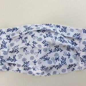 Egészségügyi szájmaszk, arcmaszk fehér alapon kék  kisvirág mintás - Meska.hu
