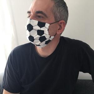 Egészségügyi szájmaszk, arcmaszk foci labda mintával, Otthon & lakás, Lakberendezés, Lakástextil, Falvédő,  méret: 18cm hosszú,12 cm magas, ha ki van húzva az arcon, akkor 17cm - 60 fokon mosható - vasalható..., Meska