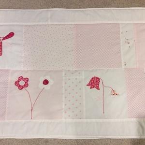patchwork falvédő, pillangóval, virágokkal pasztell-fehér színekkel (kincsesmomka) - Meska.hu