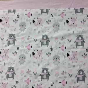 patchwork takaró, falvédő maci mintával rózsaszín -szürke, Takaró, Lakástextil, Otthon & Lakás, Varrás, Patchwork, foltvarrás, Egyedi készítésű takaró lányoknak\nméret: 180x100cm bármilyen színű szegéllyel kérheted. Falvédőt és ..., Meska