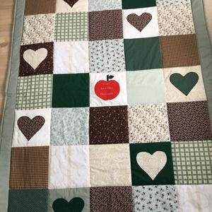 Zöld kockás patchwork takaró kockákból, falvédőnek is alk. szívecskékkel, Otthon & Lakás, Takaró, Lakástextil, Varrás, Patchwork, foltvarrás, Meska